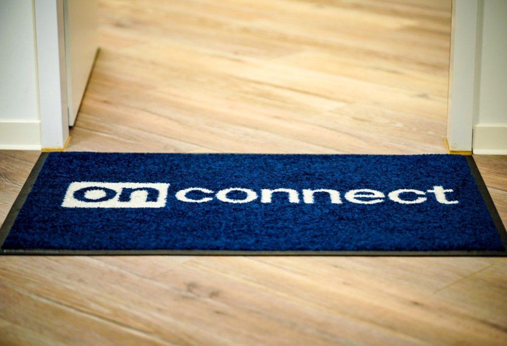 Teppich mit onconnect Logo