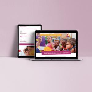 Tablet und Laptop zeigen parischulen Website an