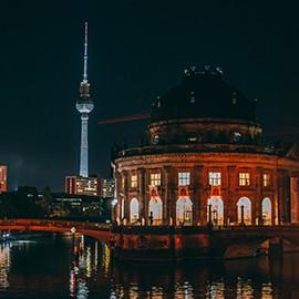 Berlin Museumsinel mit Blick auf den Fernsehturm